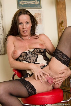 Lauriane mature erotische massage Ahlen, NW